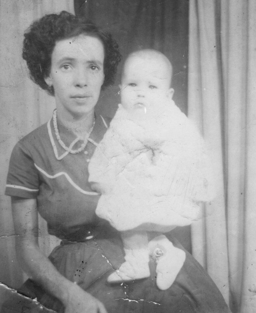 Deonice (mãe) e Paulo Jorge (6 meses)