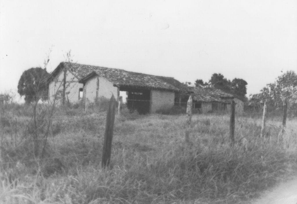 Pau Rachado - Engenho de Farinha em ruínas (vista da estrada -frente)